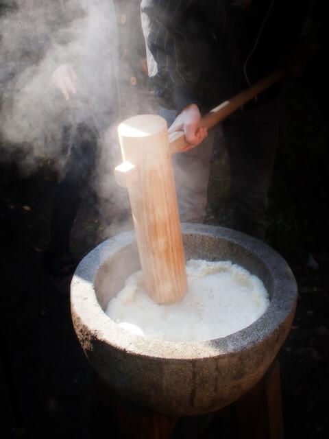 餅つき機の基本は蒸す・つく・こねる