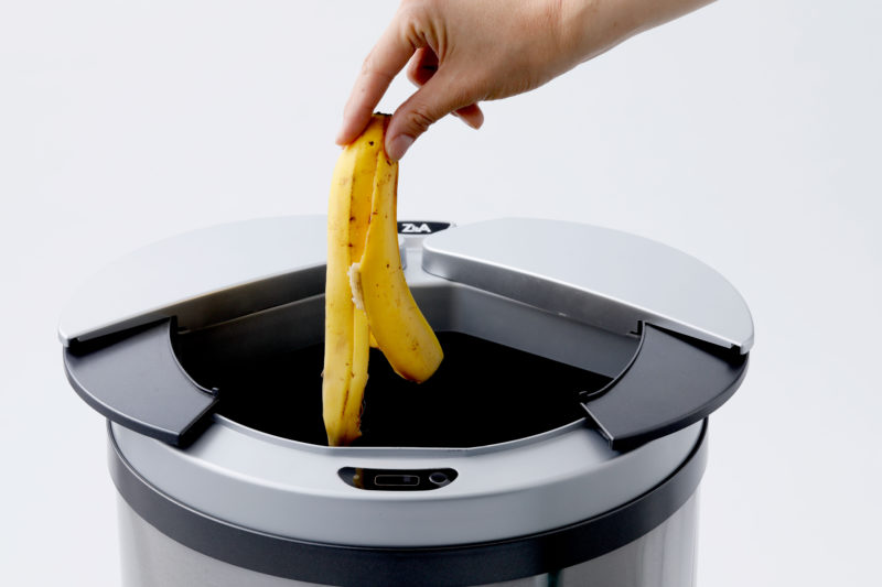 手を触れずに開閉するゴミ箱