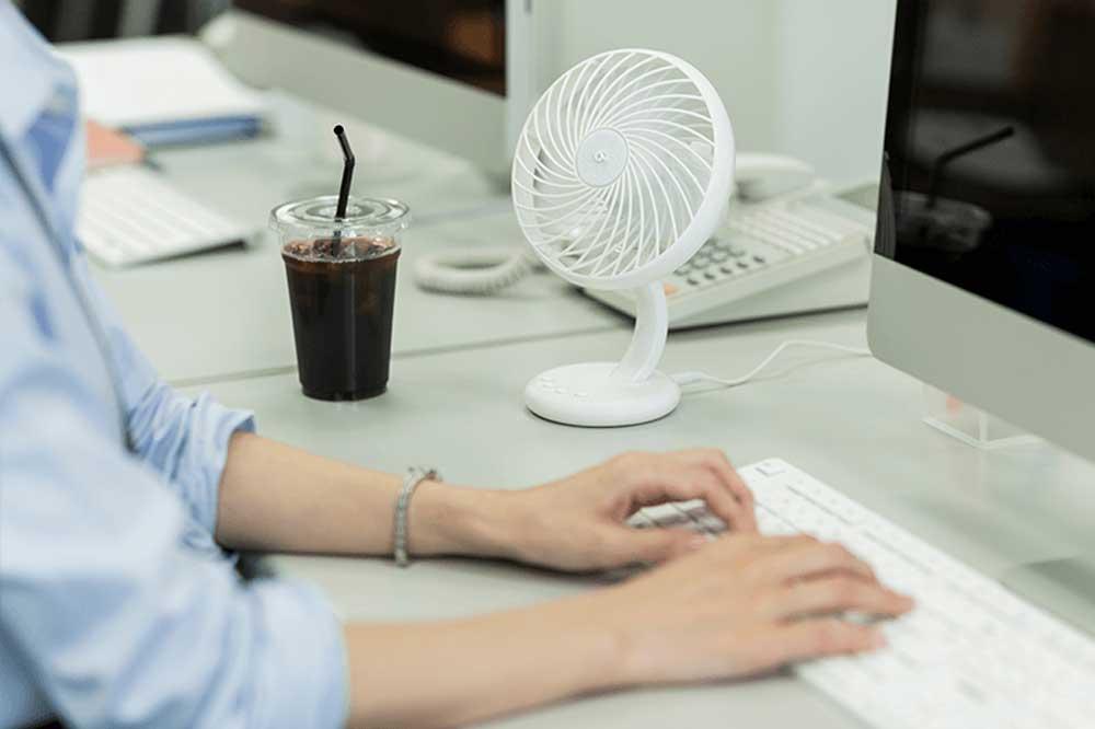 夏のデスクワークに最適な冷却アイテムで快適に過ごそう!