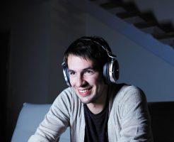 サラウンドヘッドフォンで臨場感バツグン!9.1chのデジタルサラウンド《ソニー SONY MDR-HW700DS》