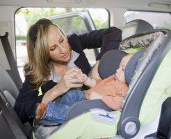 車での子供の安全が気になる!チャイルドシートの選び方と正しい設置方法を調べました。